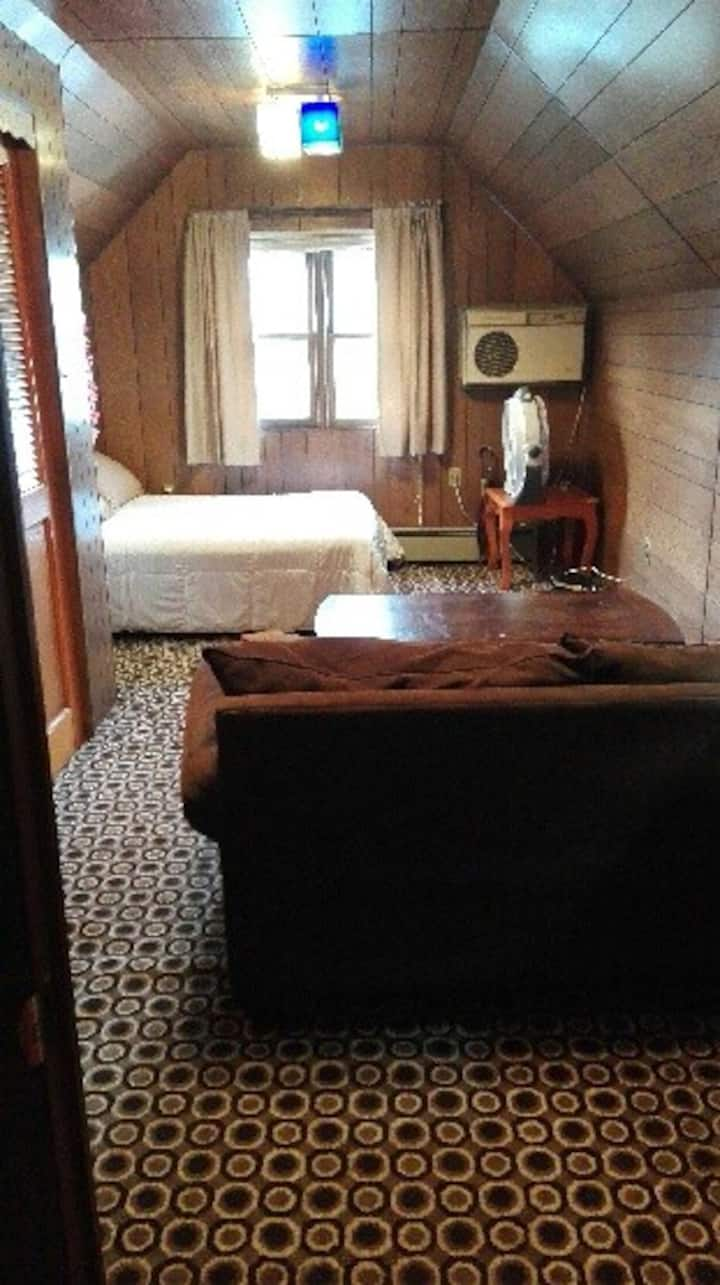 Cozy Cabin Style Private Room for 1 Person