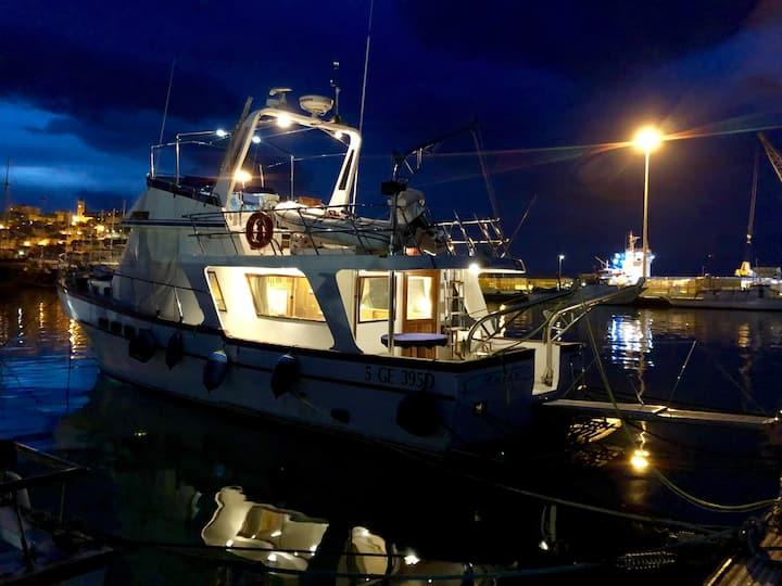 Boat&Breakfast in motor yacht