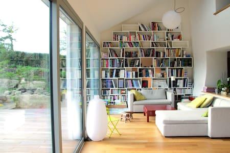 Elegant Manor Guest House Bretagne - La Roche-Derrien - Haus