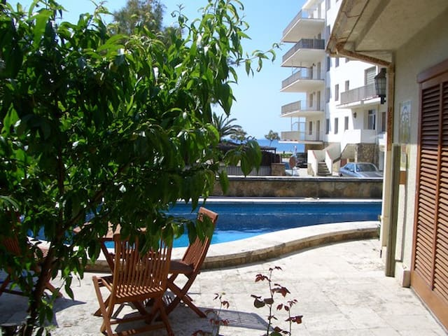 Casa con piscina a  20 m. del mar - Roses - Casa