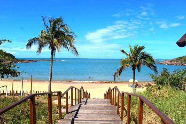 Paz em aconchegante espaço com mar e lagoa lindos