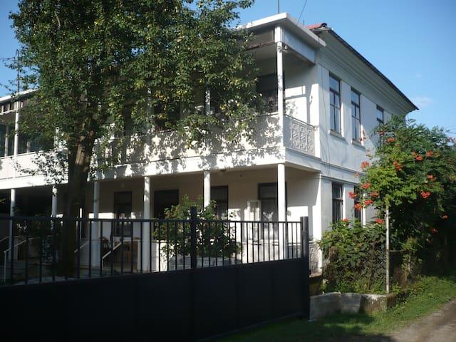Стильные, современные апартаменты на берегу моря - Batumi - Huis