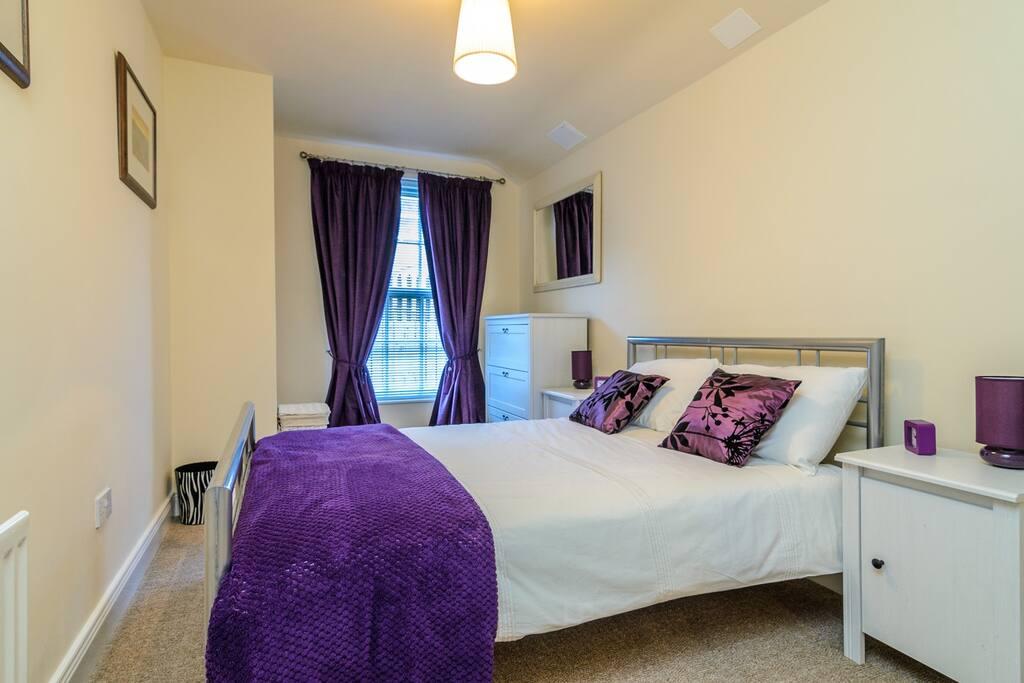 Belfast apt 2 bedroom + sofa bed,parking,WIFI - Flats for ...
