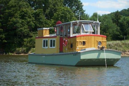 Saugatuck Wooden Boat - 船