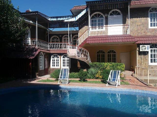 Comfort city villa in Tashkent