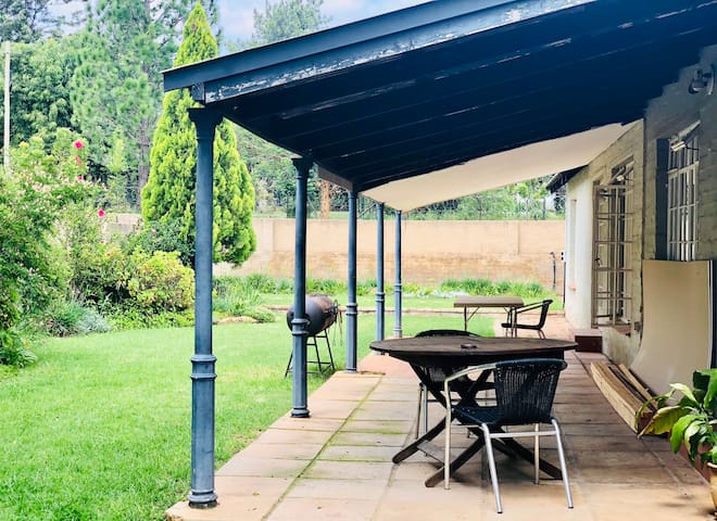 Self catering cottages, near kyalami Castle