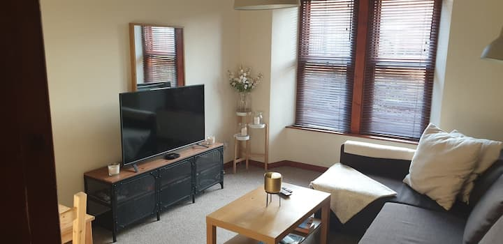 Cosy Flat- 5mins walk to Hydro/SEC/City Centre