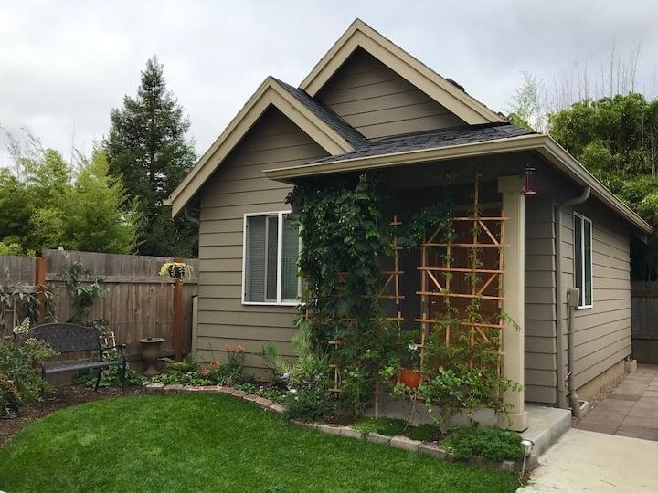 Cozy backyard cottage in inner NE