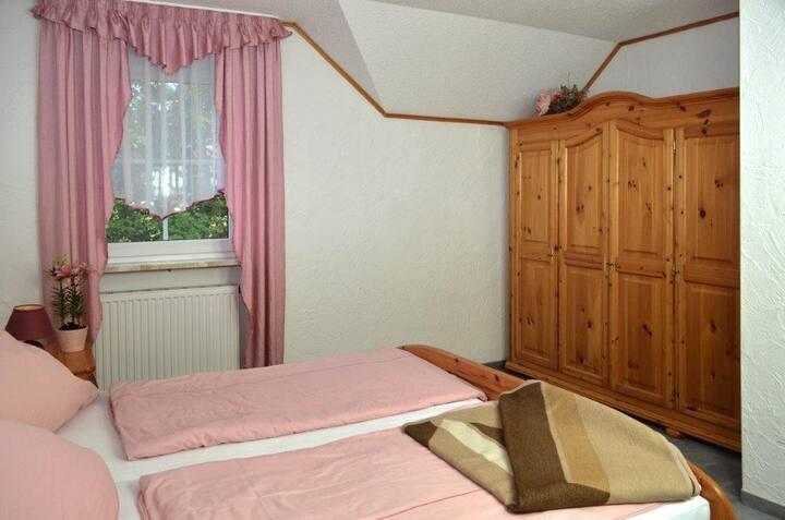 Ferienwohnungen Hopfennest (Bischofsgrün), Fewo 2| mit Sauna im Haus und Garten
