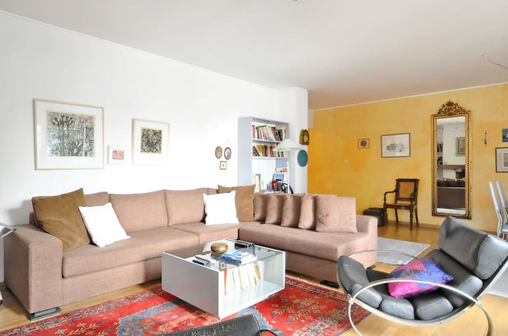 A Unique 3 Bedroom Apartment-Athens - Marousi - Byt