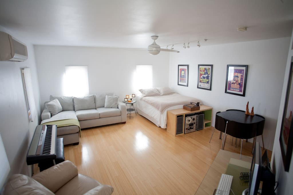 Beautiful private artist studio overlooking dwntwn apartments for rent in austin texas for Furnished 1 bedroom apartments austin tx