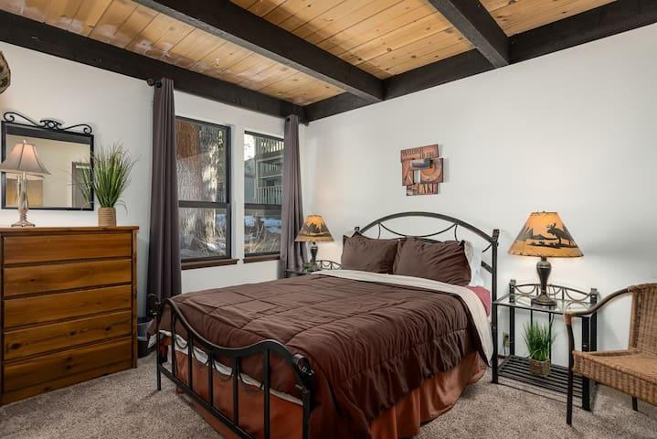 Bedroom with Queen on Lower/Entry Level