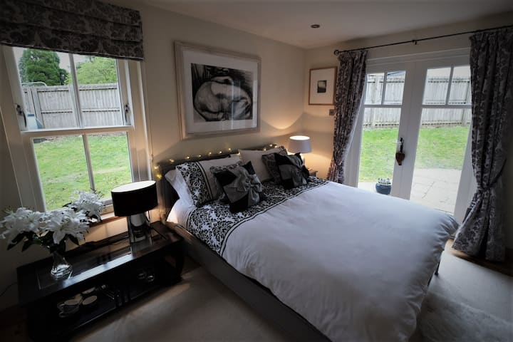 Loch Lomond Unique Selfcontained bed+bathroom