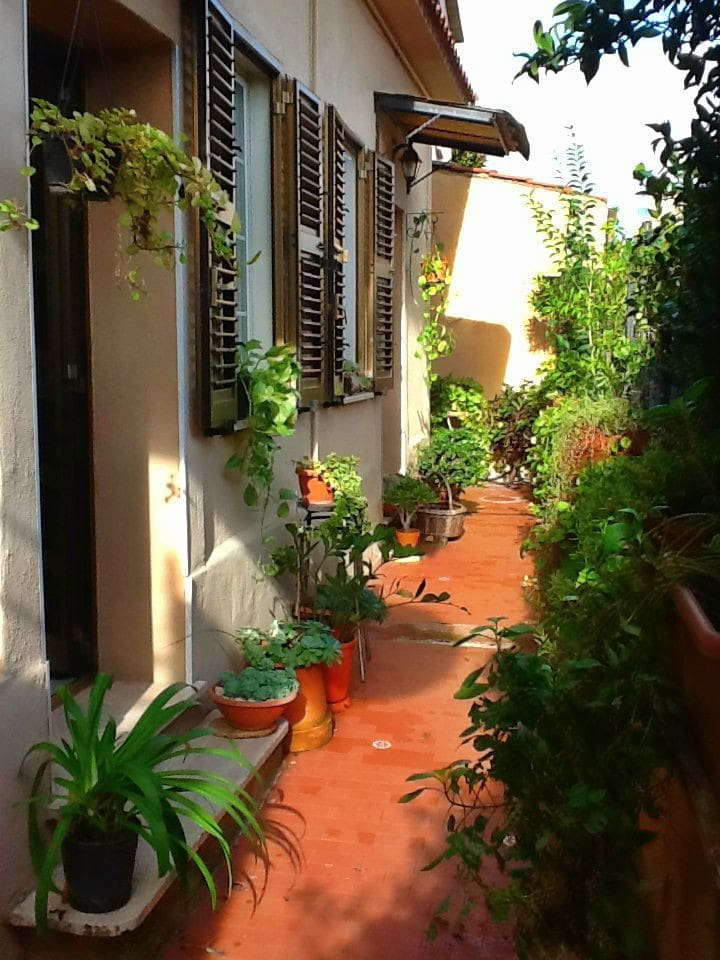 Casa Felice Roma- the front of the house
