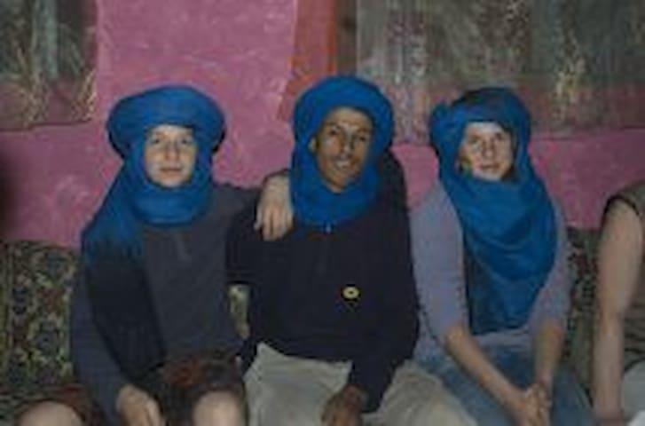 Tentes berbères dans le Sahara