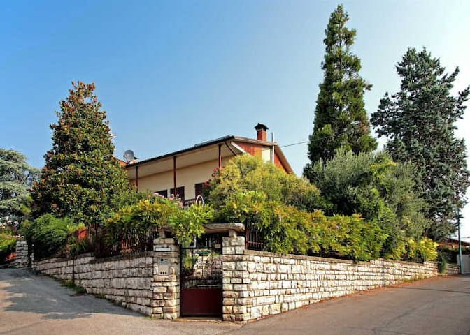 Charming home near Lake Garda - Bedizzole - Гестхаус