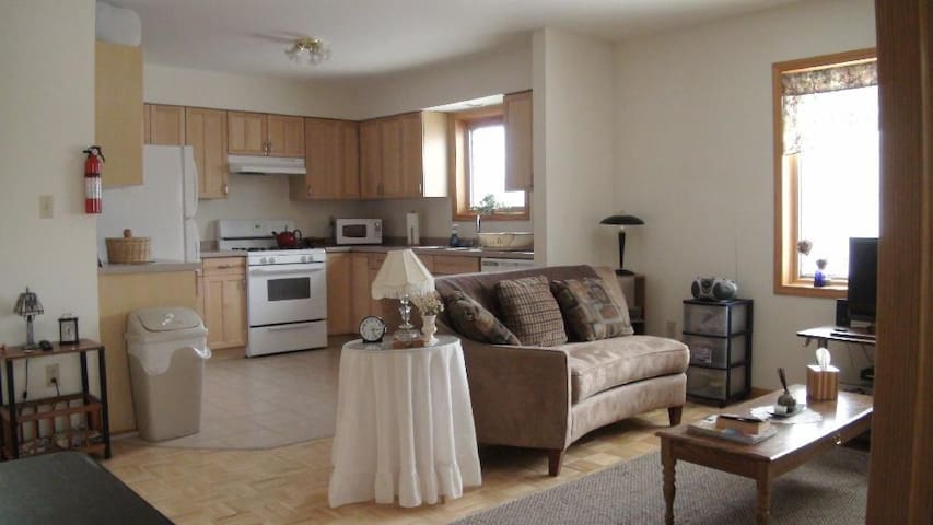 Nice 2bd apt close to Mich Tech