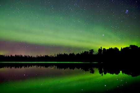 Under the Northern Lights in North Pole, Alaska - North Pole - Casa