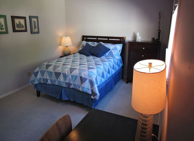 New Full Bed 1, Shared Bath. Enjoy our whole home! - Cupertino - House