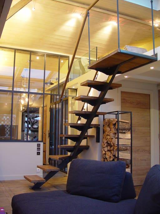 Escalier accédant à la mezzanine