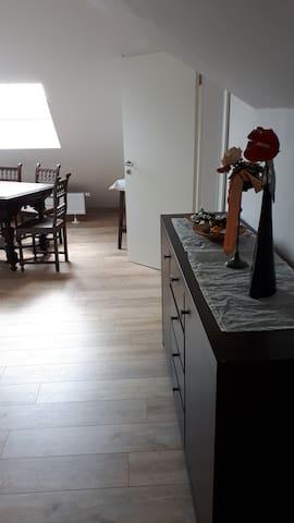 kleine möblierte Wohnung 2Zimmer,Küche,Bad,Stellpl