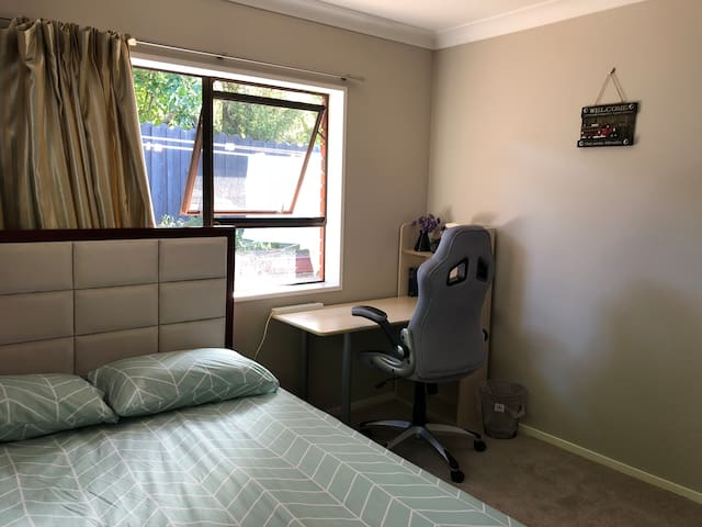 Nice and tidy house in Mairangi Bay