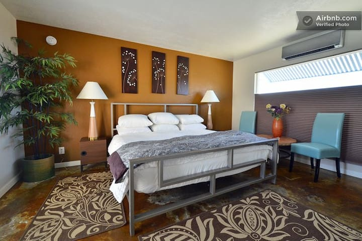 Natural Hot Springs Spa - Sleeps 4 - Desert Hot Springs - Apartment