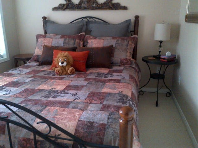 Bed & Breakfast with Private Bath - Pickering