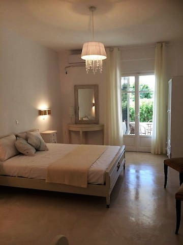 DAHLIA -APARTMENT FOR  3 PERSONS - Aliki - Aamiaismajoitus