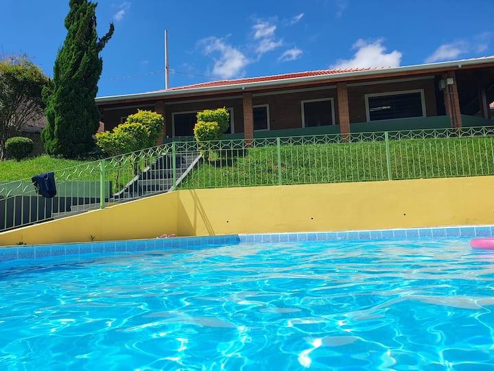 Chácara com piscina aquecida- Perdões
