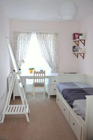 Spacious double room - Carshalton - Leilighet