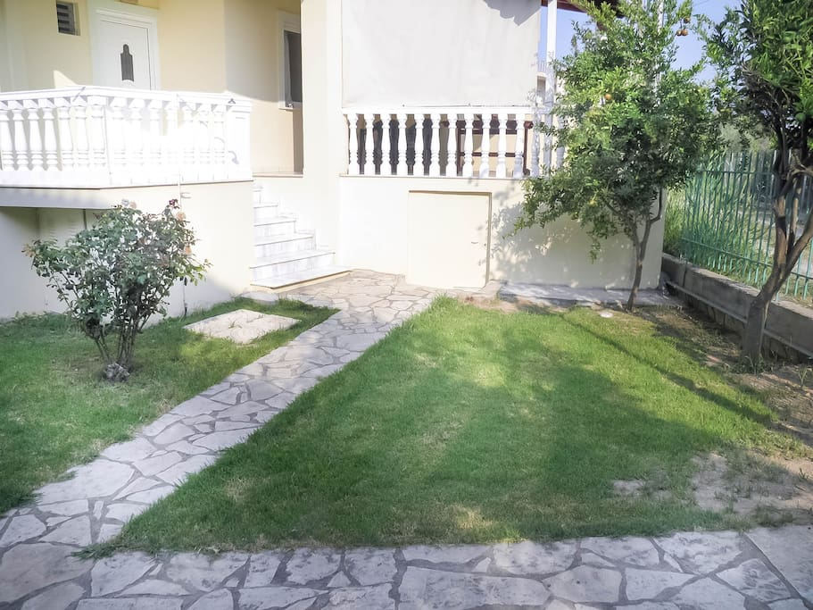 Easy and direct access to the garden and yard.