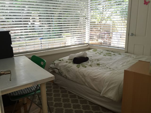 Nice quiet Double room @leafy house - Beecroft - Rumah