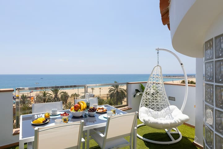 25km From Barcelona Front beach apartment