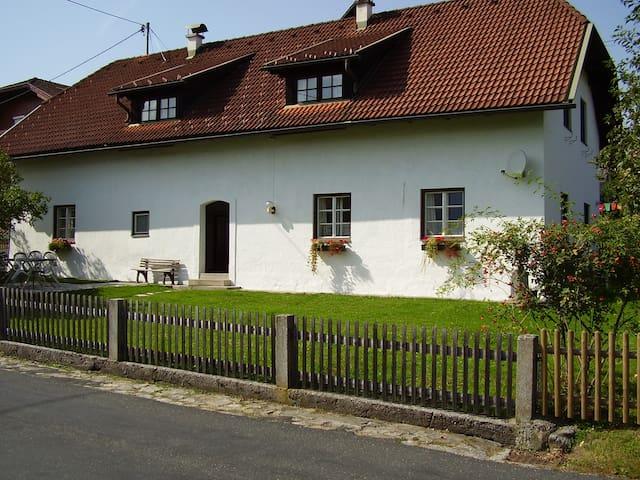 Charmantes, rustikales Haus - Villach - House