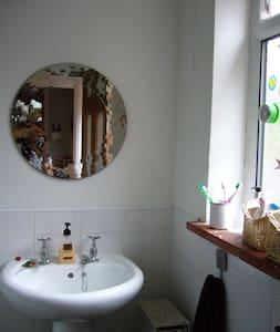 Double bedroom near city centre - Smethwick