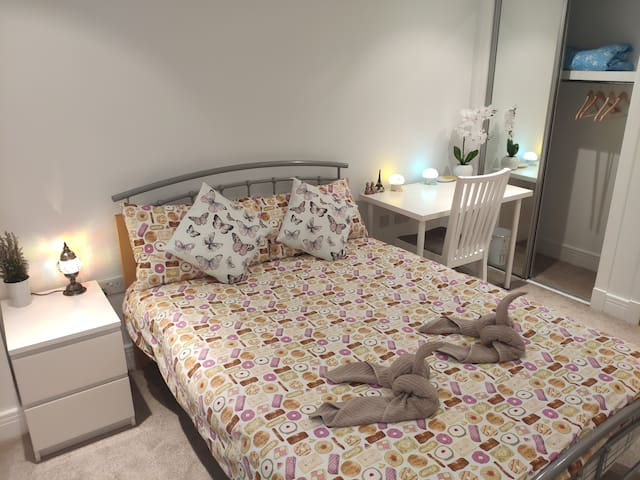 Cozy Private Double Bedroom in City Center