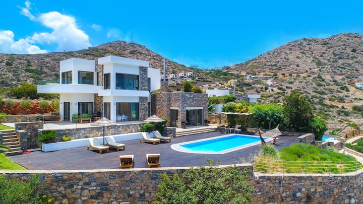 Seaview 4BR Villa: Private Pool, Garden, Elounda