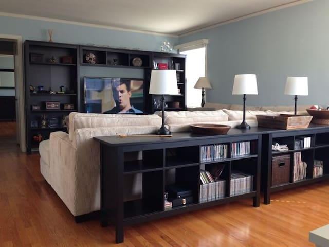 Bright and Sunny Downtown Penthouse - San Mateo - Apartment