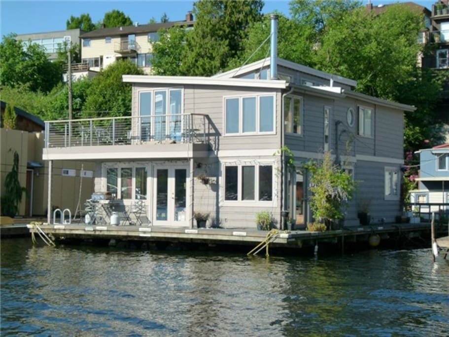Experience a seattle floating home in seattle washington verenigde staten - Floating house seattle ...