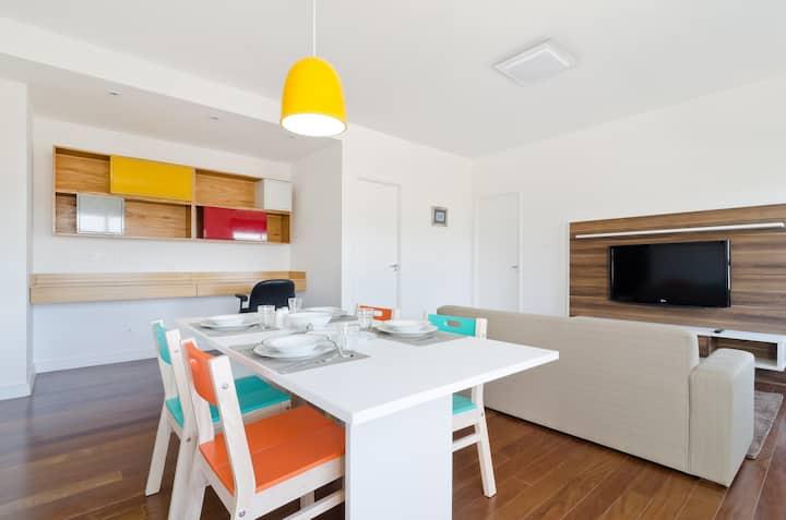 Lindo apartamento mobiliado com muita luz.