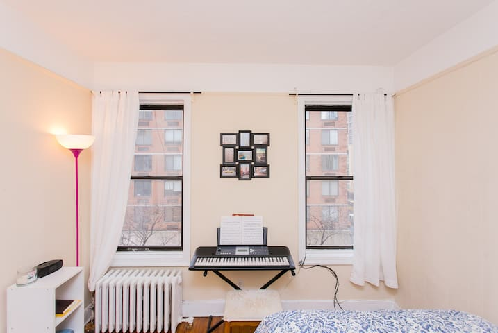 Bright, Lovely, Private Room in Midtown Manhattan