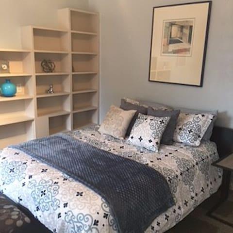 Spacious 2 Bedrooms & 2 Bathrooms - View Park-Windsor Hills - Huis