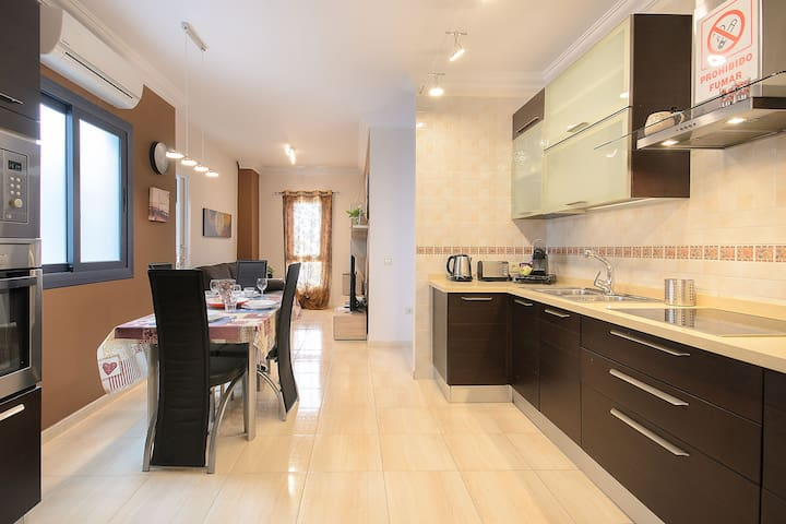 Central Apartment Close to Beach with Wi-Fi & Air Conditioning; Parking Available