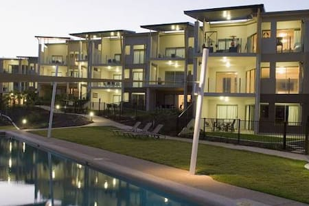 Stunning Beachfront Apartment 1770 - Apartment