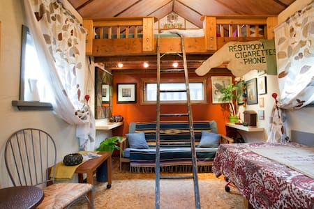 Rustic Tiny Home w Sleeping Loft in hip Woodlawn - Portland - Stuga