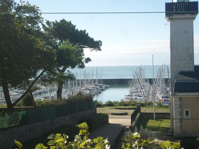View and direct access to the sea, beach, harbour.