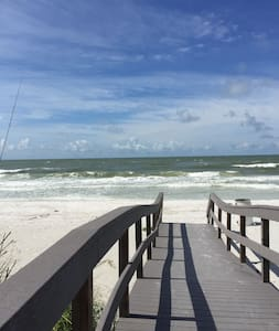 Alice's Beach Bungalows 2 bdrm 500' to the Beach - Treasure Island - House