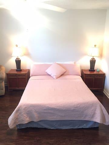 Cute Private room, Atlantic beach/JAX beach house