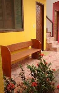 Casa Mobiliada  com 1 Suíte (Acomoda 4 pessoas) - Santa Cruz Cabrália - Dom